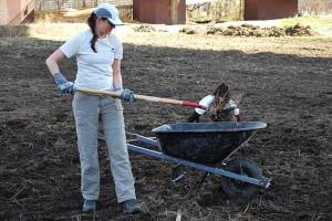 Jess Barton leading a clean up at Belle Isle, Spring 2010
