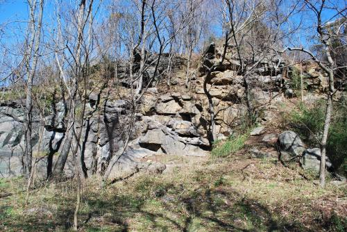 The rocks on the south side are not bouldered and there is no safety equipment and rope holds in place