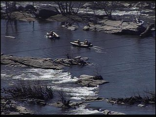 Rescuers pull body from James River after he jumped to his death from the Manchester Bridge